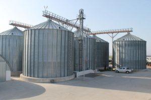 Imagine cu silozurile in care sunt depozitate produse naturale recoltate de AgranoLand.